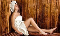 Donna in sauna