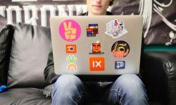 Adolescente al computer