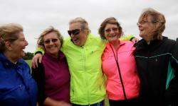 Donne con giacca a vento da jogging