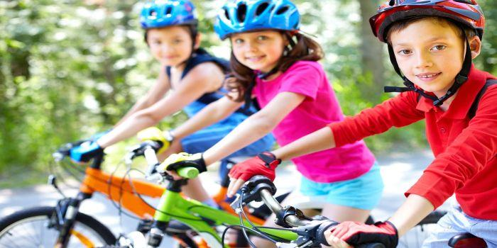 Bambini in bicicletta