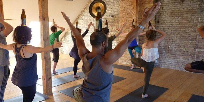 Lezione di beer yoga