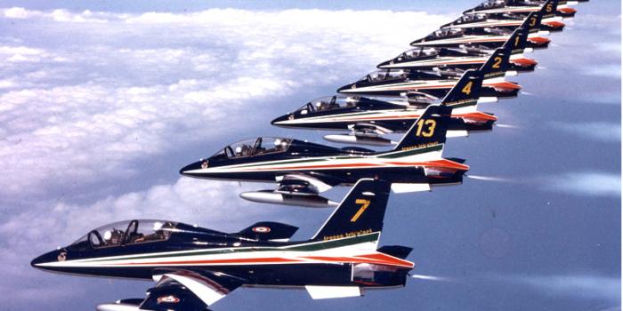 Frecce tricolori in volo